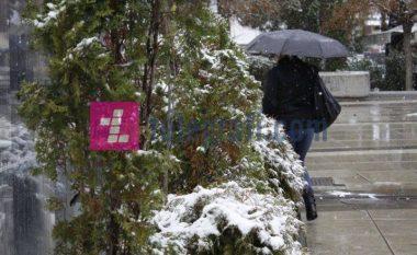 Moti sot me shi dhe borë