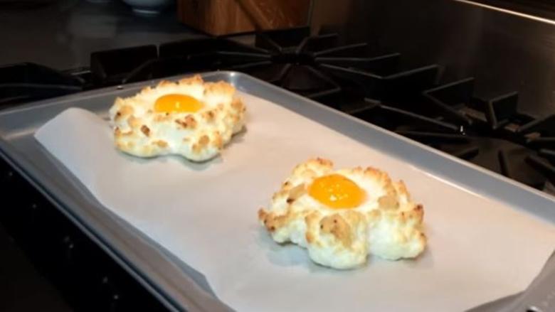 Kuzhinieri zbulon trukun e vet: Që tani vezët syze do t'i gatuani vetëm kështu