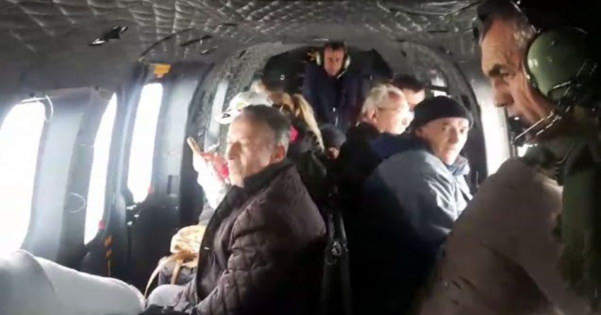 Helikopteri evakuon 15 persona të bllokuar në Shqipëri