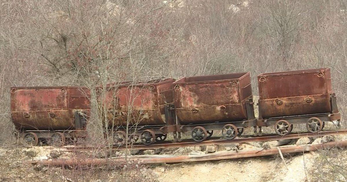 Shkëlqimi dhe rënia e Minierës së Strezovcit në Kamenicë, njerëzit lënin perëndimin për pagat e kësaj ndërmarrjeje (Video)