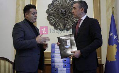 Bahtiri dorëzoi në Kuvend peticionin për bashkimin e Mitrovicës