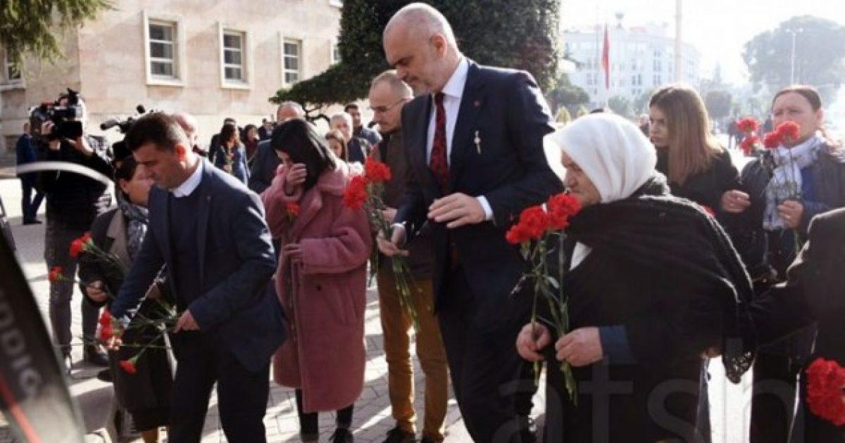 """""""21 janari"""", Rama dhe familjarët homazhe në nderim të 4 viktimave"""