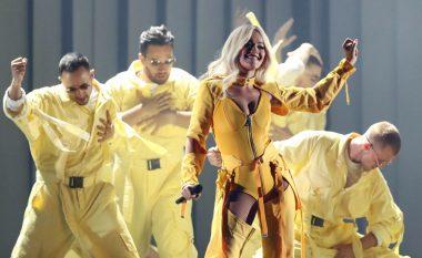 """Rita Ora arrin mbi 200 milionë klikime në YouTube me këngën e saj të fundit """"Let you love me"""""""