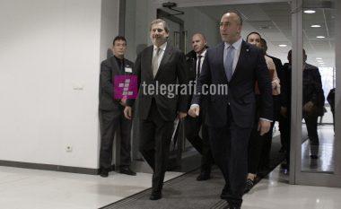 Vizita e Hahnit në Kosovë, vazhdimësi e presioneve të BE-së për heqjen e taksës për Serbinë