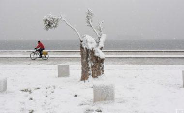 Moti i keq në Greqi, një e vdekur dhe dy të zhdukur