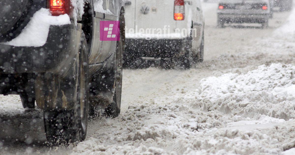 Policia apelon për kujdes gjatë vozitjes, rrugët janë të rrëshqitshme