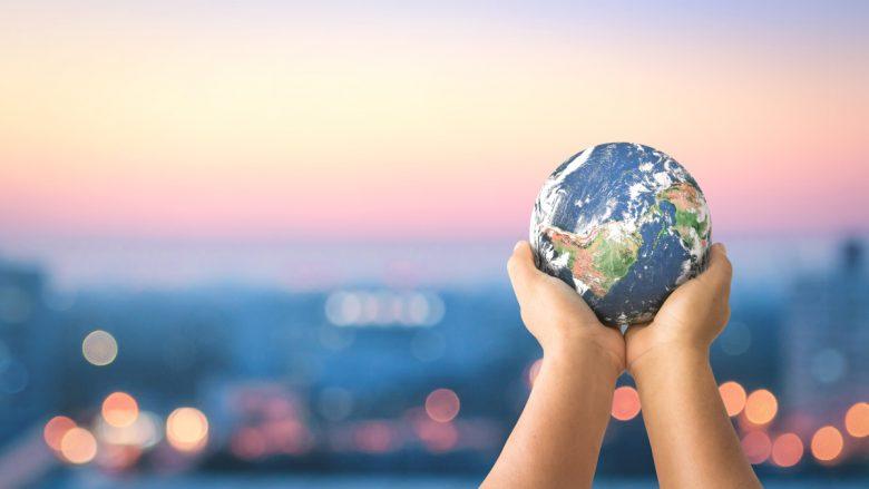 Shtatë të dhëna të pabesueshme që vërtetojnë se bota po bëhet një vend më i mirë – pavarësisht se mund të duket ndryshe! (Foto)
