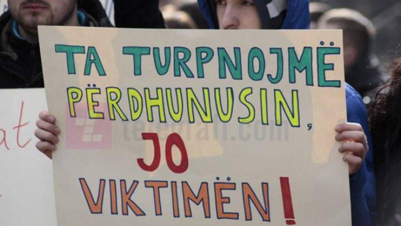 Marsh protestues në Ferizaj kundër abuzimit të së miturës në Drenas