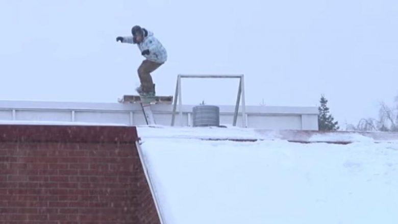 Deshi të skijon mbi kulmin me borë, finlandezi e pësoi keq (Video)