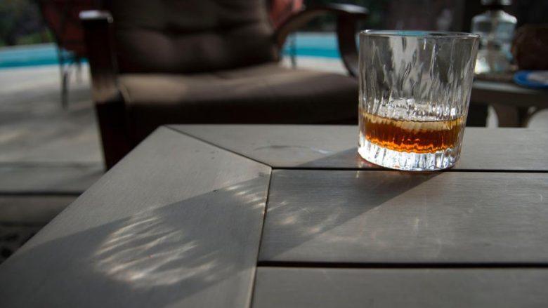Helmohen me alkool jocilësor, mbi 100 persona humbin jetën në Indi nga konsumimi i metanolit të përzier me antifriz