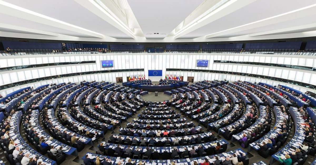 Si i sheh Parlamenti Evropian marrëdhëniet Kosovë-Serbi? Ja çfarë thuhet në raport