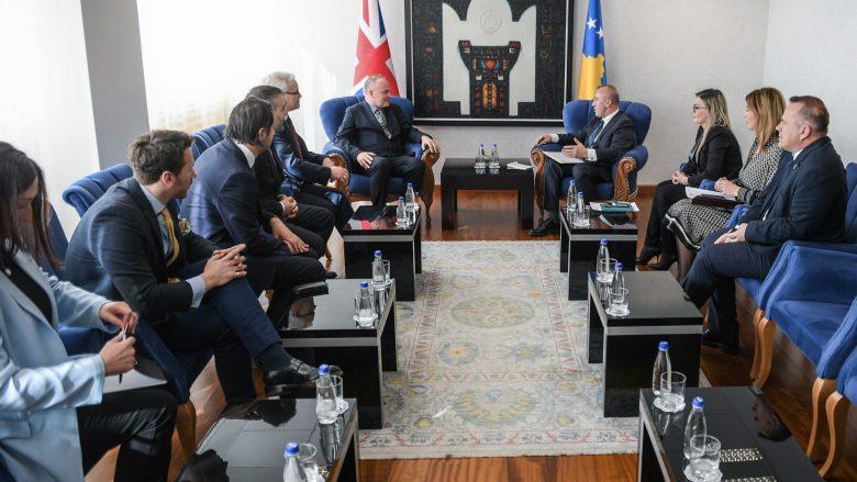 Haradinaj priti deputetë nga Britania e Madhe