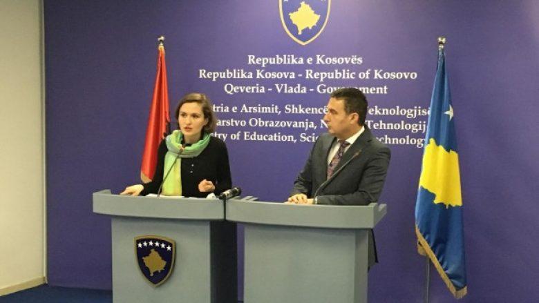 Ministrja Shahini propozon shkëmbimin e nxënësve Kosovë-Shqipëri