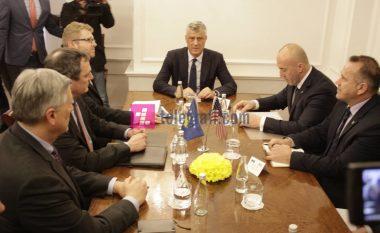 Përkundër sugjerimeve amerikane, Prishtina nuk bindet që ta pezullojë taksën