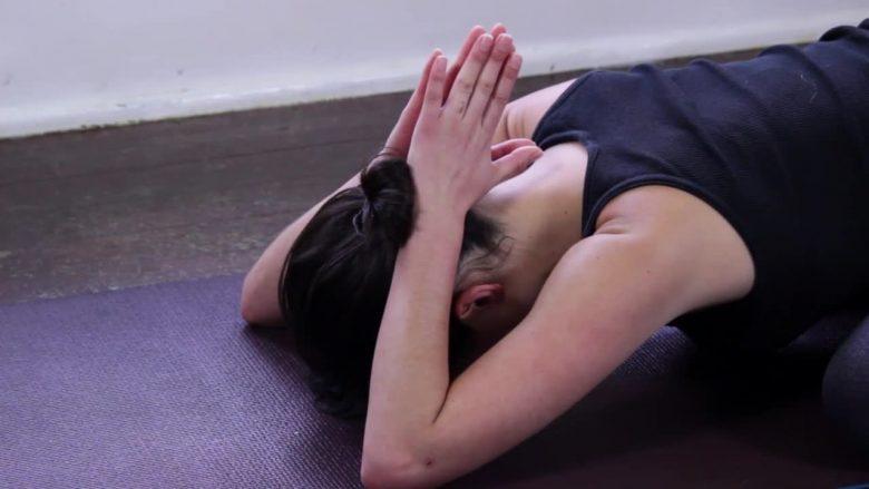 Joga për dobësim: Ushtrim i cili ndihmon që shpejt dhe shëndetshëm ta zgjidhni problemin e shtresave yndyrore