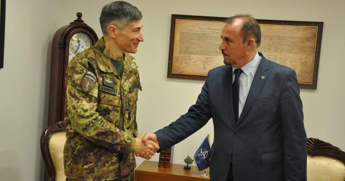 Mustafa priti në takim komandantin e KFOR-it