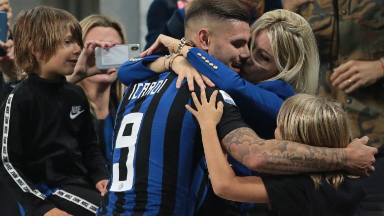 MILAN, ITALY - OCTOBER 21:  Mauro Emanuel Icardi of FC Internazionale embraces his wife Wanda Nara at the end of the Serie A match between FC Internazionale and AC Milan at Stadio Giuseppe Meazza on October 21, 2018 in Milan, Italy.  (Photo by Emilio Andreoli/Getty Images)