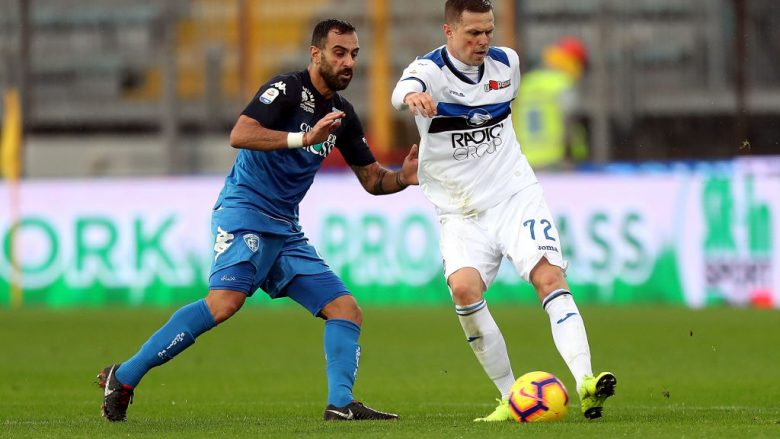 EMPOLI, ITALY - NOVEMBER 25: Josip Ilicic of Atalanta BC in action against Domenico Maietta of Empoli FC during the Serie A match between Empoli and Atalanta BC at Stadio Carlo Castellani on November 25, 2018 in Empoli, Italy.  (Photo by Gabriele Maltinti/Getty Images)
