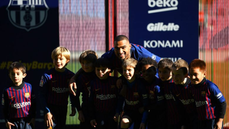BARCELONA, SPAIN - JANUARY 22: New Barcelona signing Kevin-Prince Boateng poses with young players as he is unveiled at Nou Camp on January 22, 2019 in Barcelona, Spain. (Photo by David Ramos/Getty Images)