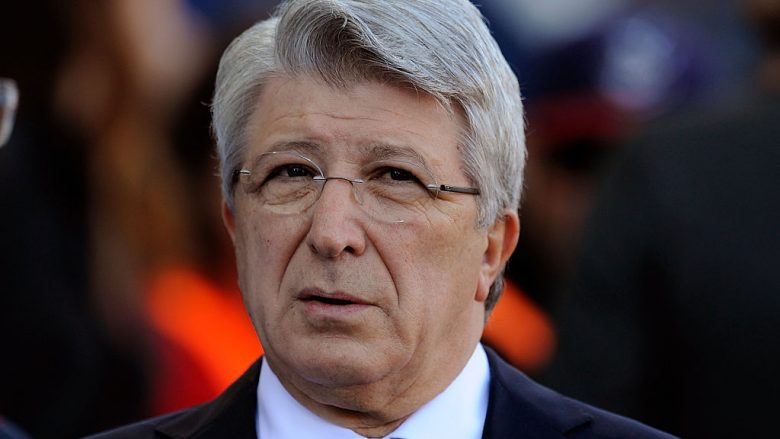 MADRID, SPAIN - JANUARY 24:  Enrique Cerezo President of Club Atletico de Madrid looks on prior to the start of the La Liga match between Club Atletico de Madrid and Sevilla FC at Vicente Calderon Stadium on January 24, 2016 in Madrid, Spain.  (Photo by Denis Doyle/Getty Images)