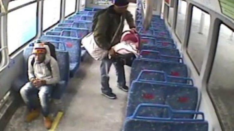 La të birin brenda dhe doli të ndizte cigare, shikoi nga platforma kur treni u nis papritmas (Video)