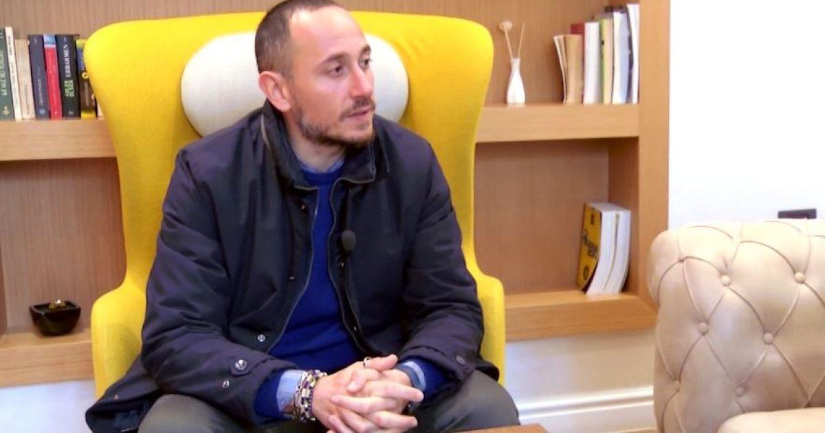 """Flet gazetari italian që hyri """"strofullën"""" e drogës në Shijak"""