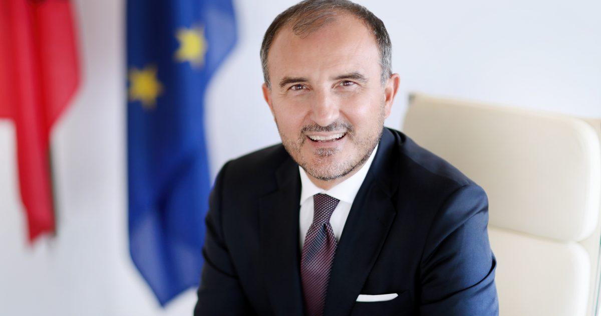 Ambasadori i BE për protestën e opozitës: Manifestim të jetë paqësor, jo dhunë