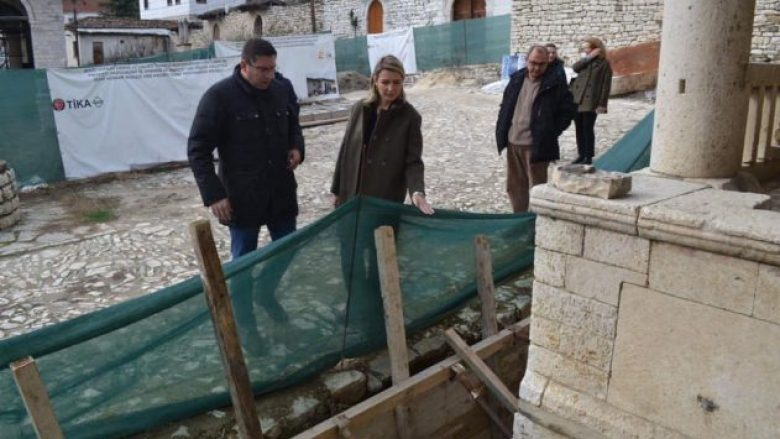 Restaurime në Xhaminë Mbret të Beratit