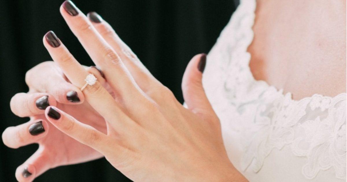 Përse unaza e martesës vihet në dorën e majtë?