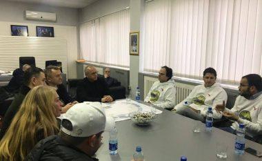Legjenda braziliane e futbollit Edmilson gjendet në Kosovë, takohet me presidentin e FFK-së, Agim Ademin