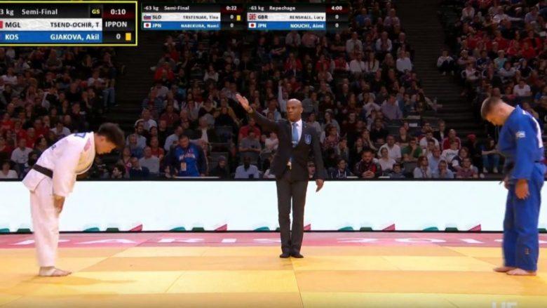 Akil Gjakova mposhtet në gjysmëfinale, tani lufton për medaljen e bronztë