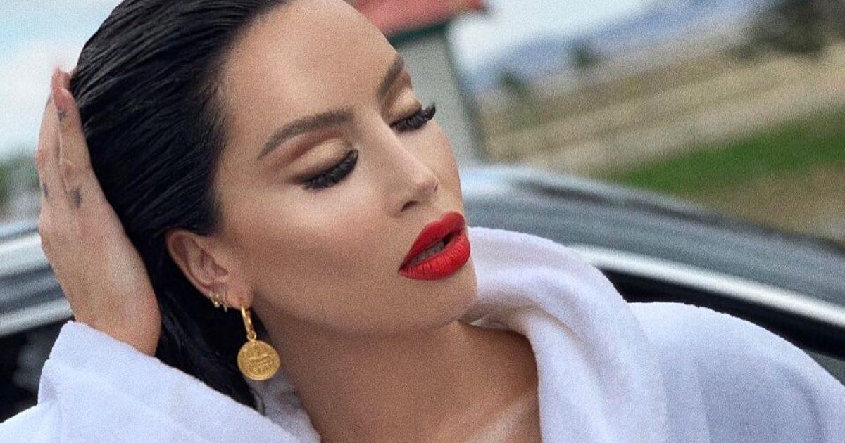 Dafina Zeqiri ndjek trendin botëror, vjen me stil të ri të flokëve