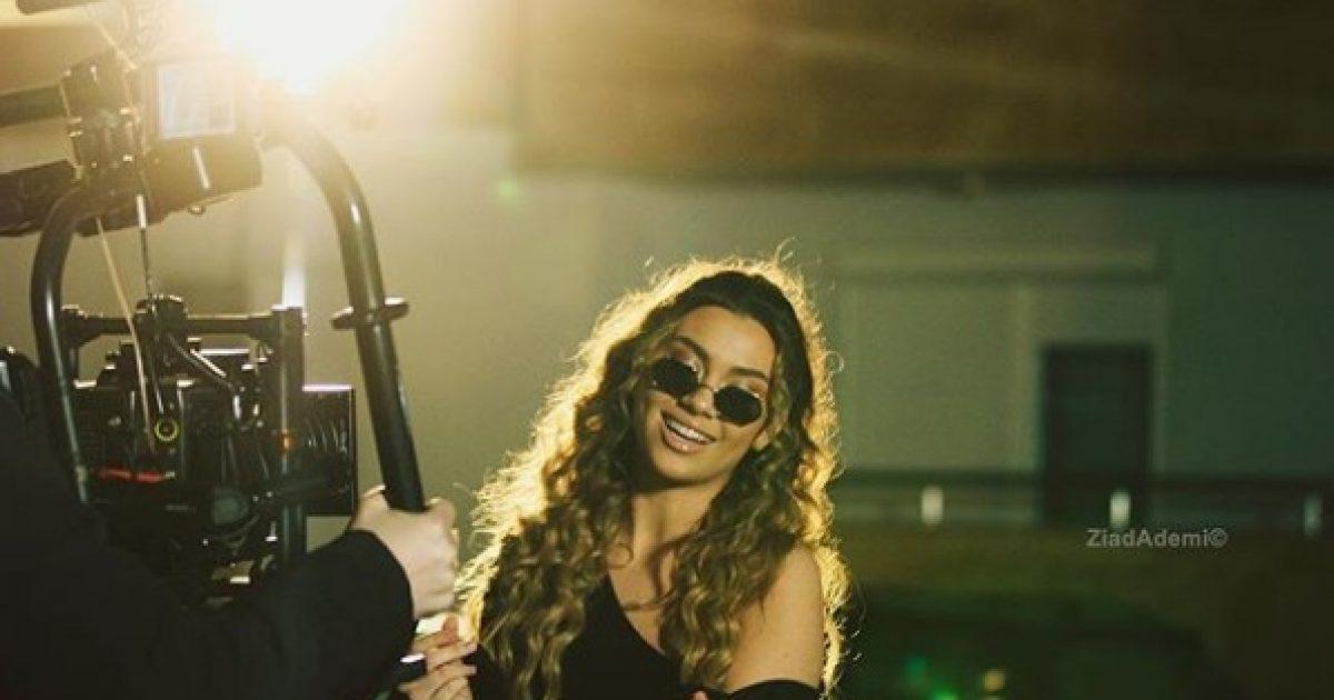Ritëm dhe pozitivitet – Diona Fona vazhdon të fascinojë edhe në videoklipin e ri