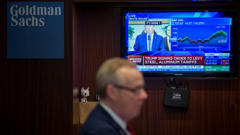 NEW YORK, NY - MARCH 8: President Donald Trump is displayed on a television monitor as a trader from Goldman Sachs works on the floor of the New York Stock Exchange (NYSE) ahead of the closing bell, March 8, 2018 in New York City. Despite opposition from his own party and allies abroad, President Trump signed an order on Thursday that will impose tariffs on steel and aluminum imports. (Photo by Drew Angerer/Getty Images/Guliver)