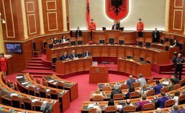 Zëvendësimi i deputetëve që djegin mandatin, ekspertët: Mund të hyjnë parti të tjera në Parlament