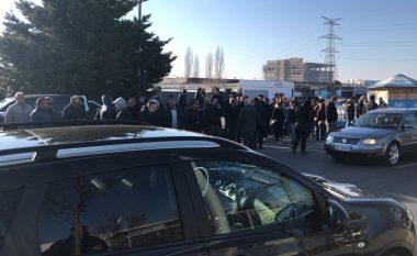 Kryeministrit Rama i bllokohet rruga nga qytetarët në Lezhë (Foto)