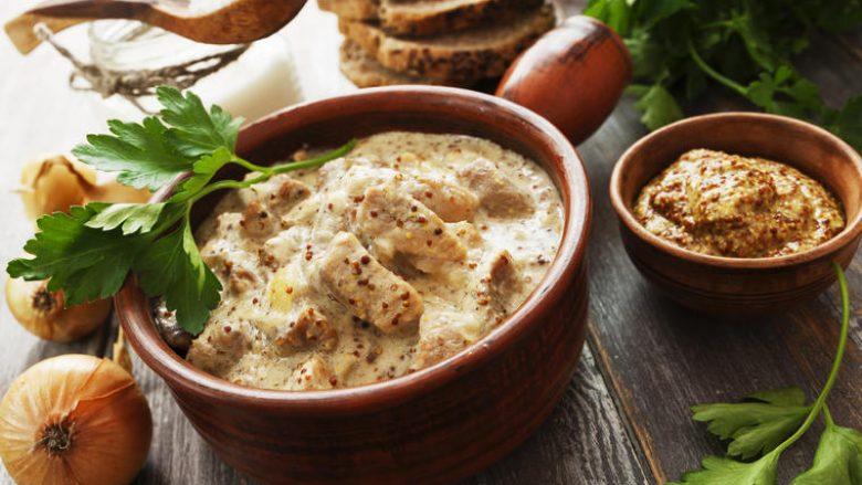 Mish pule në salcën më kremoze: Drekë për vetëm gjysmë ore!