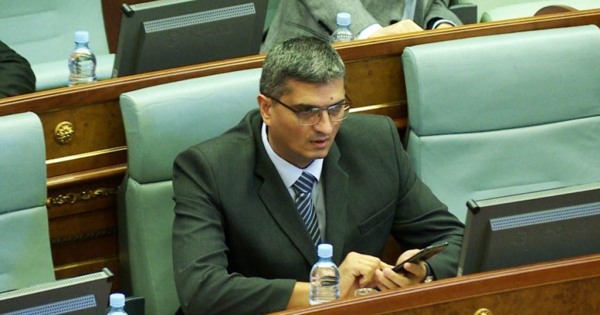 Kryeministri Haradinaj e shkarkoi nga detyra ministrin e Bujqësisë Nenad Rikalo