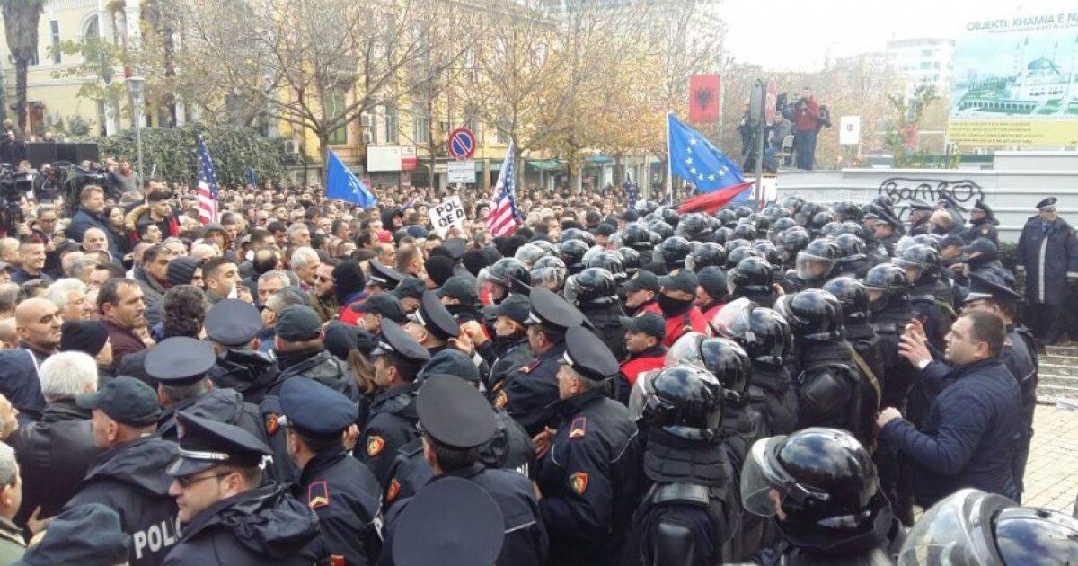 Policia për protestën e nesërme të opozitës: Do të tentojnë të hyjnë me forcë në Parlament