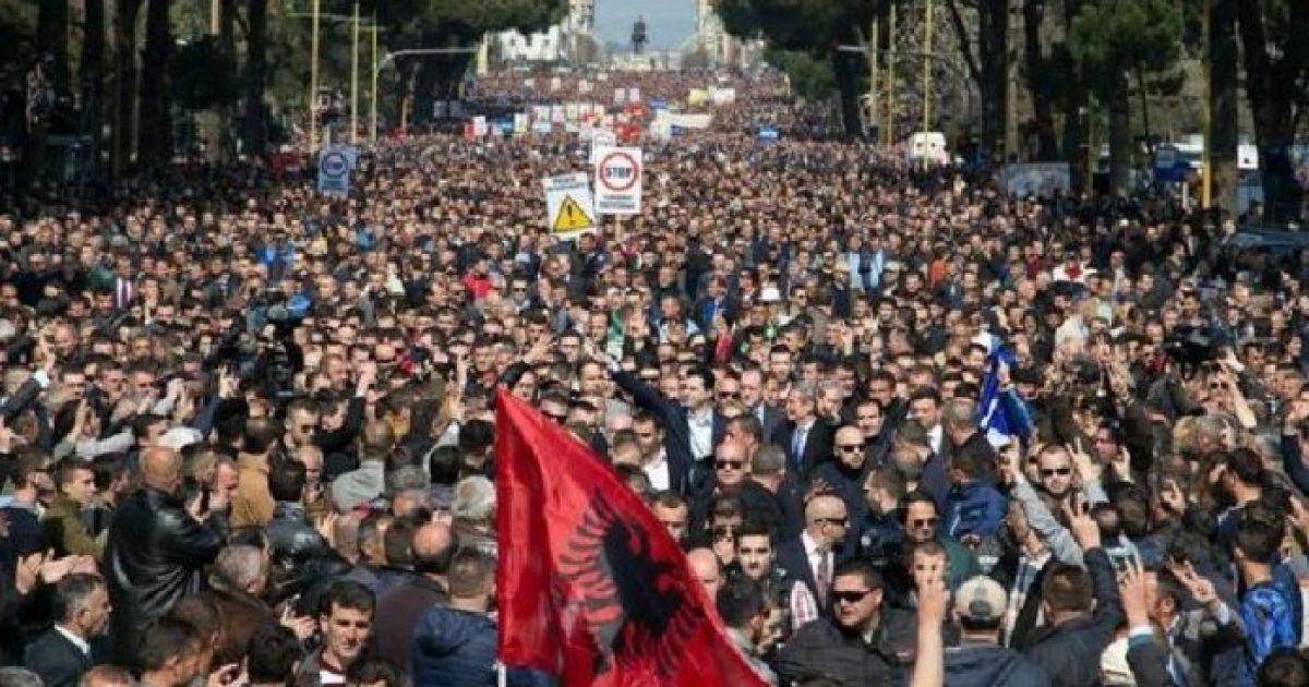 Protesta e opozitës në Tiranë, mijëra protestues në shesh (Video/Live)