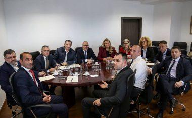 Deputetët e AAK-së kërkojnë nga Qeveria të mos hiqet taksa ndaj Serbisë