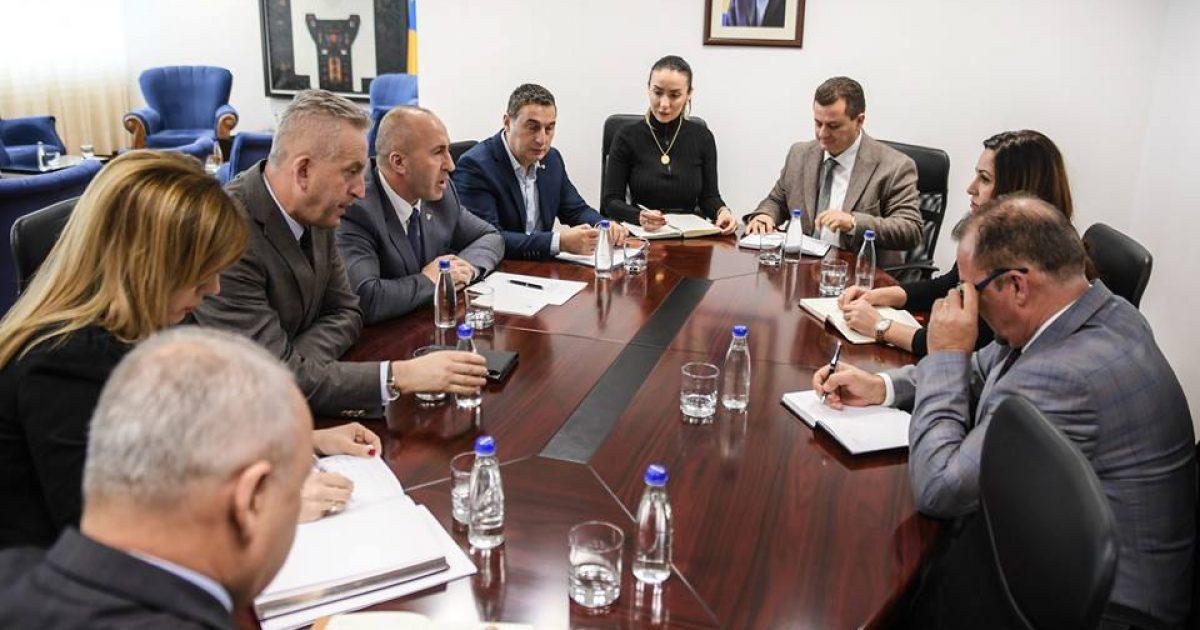 Haradinaj takon ministrin Mustafa: Rasti i abuzimit seksual të të miturës nga Drenasi, të trajtohet në kohë dhe me profesionalizëm