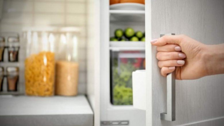 Vetëm kështu është drejt: Si duhet t'i radhisni artikujt në frigorifer!