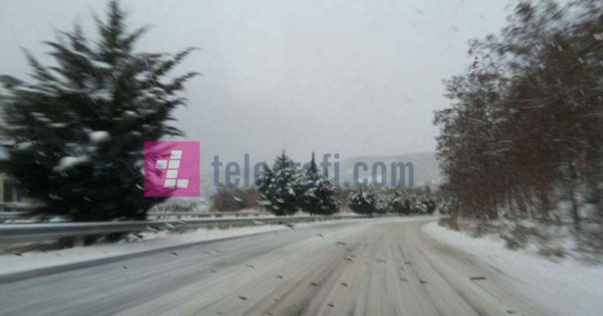 Policia apelon për vozitje të kujdesshme, shkaku i borës në rrugët e Kosovës