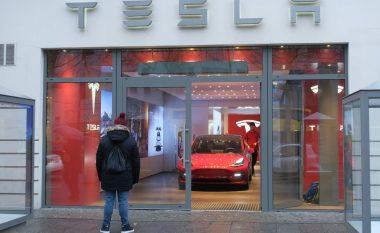 Tesla ul çmimin e Model 3 për herë të dytë brenda vitit