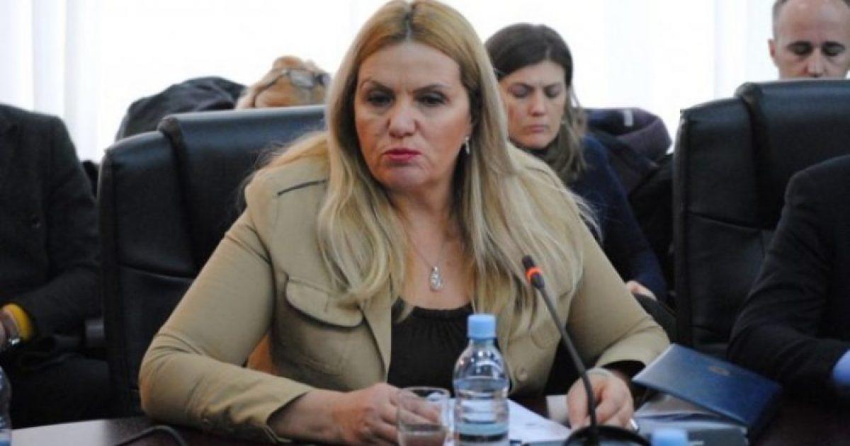 Deputetja e AAK-së i reagon Kusari-Lilës: Mimozë, taksa nuk do të hiqet, mësohu me këtë!