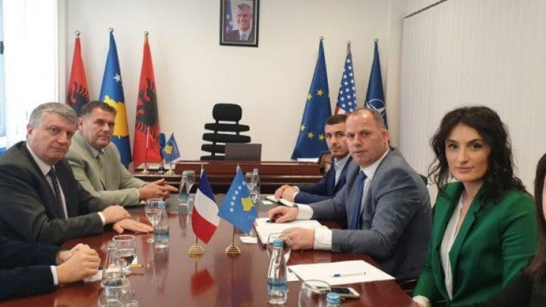 Francezët të interesuar për të investuar në energji erë në Kosovë