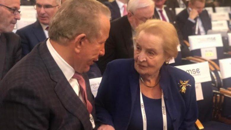 Pacolli e ftoi ish-sekretaren Albright ta vizitojë Kosovën