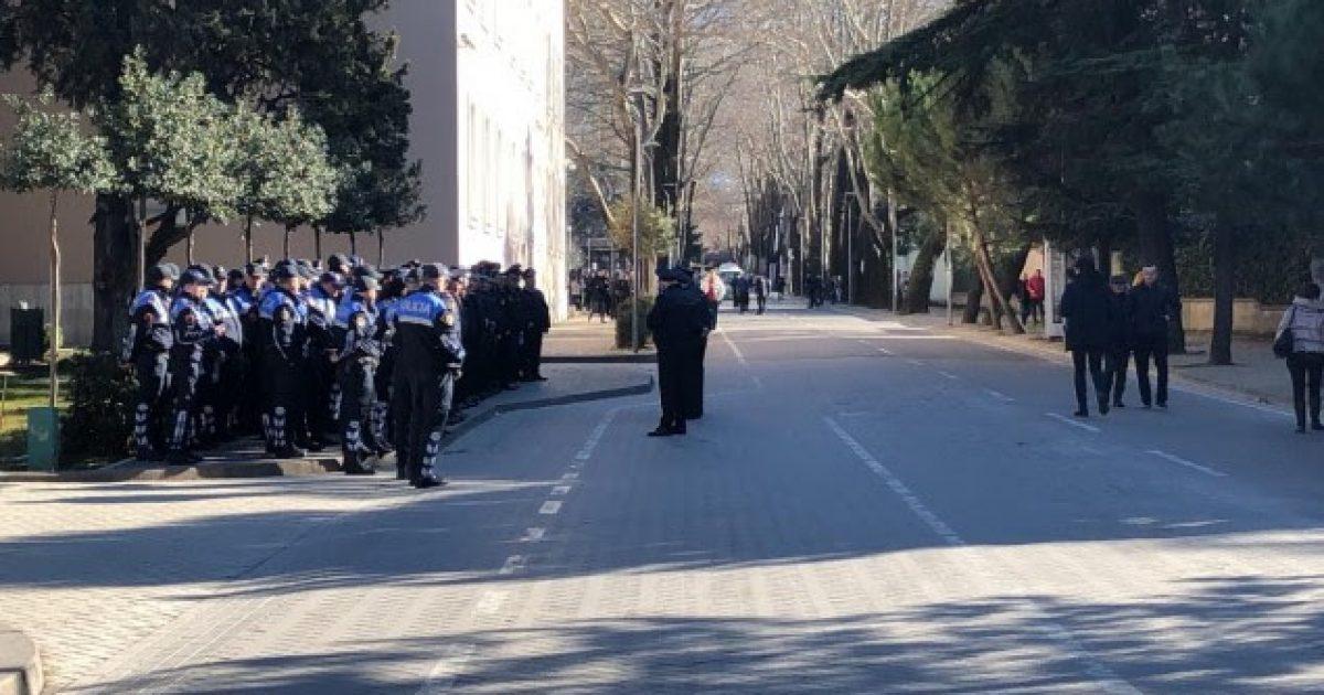 """Protesta e opozitës në Tiranë, """"blindohet"""" Kryeministria"""