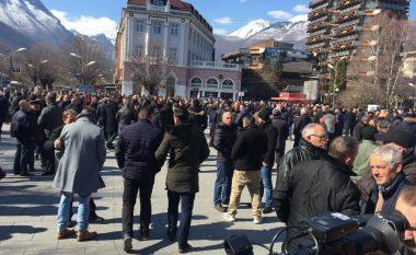 Protestohet në Pejë, kundërshtohet ndërtimi i hidrocentraleve në Lumbardh (Video)
